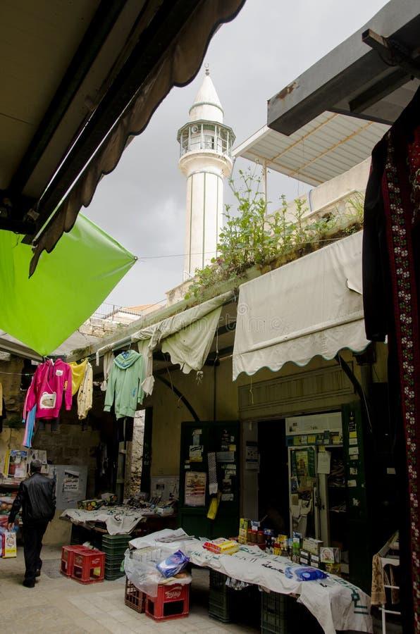 在一条街道上的看法在拿撒勒市场上 免版税库存照片