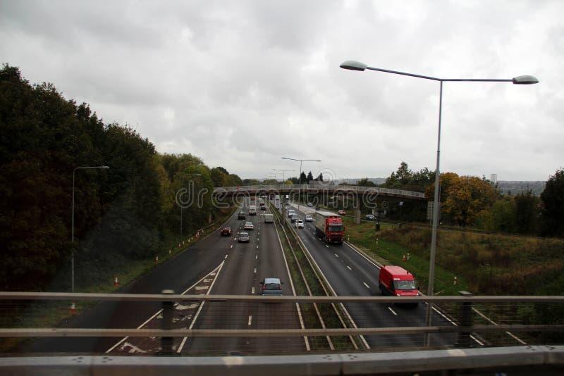在一条街道上的看法有桥梁的在新堡北部东部英国英国 免版税库存图片