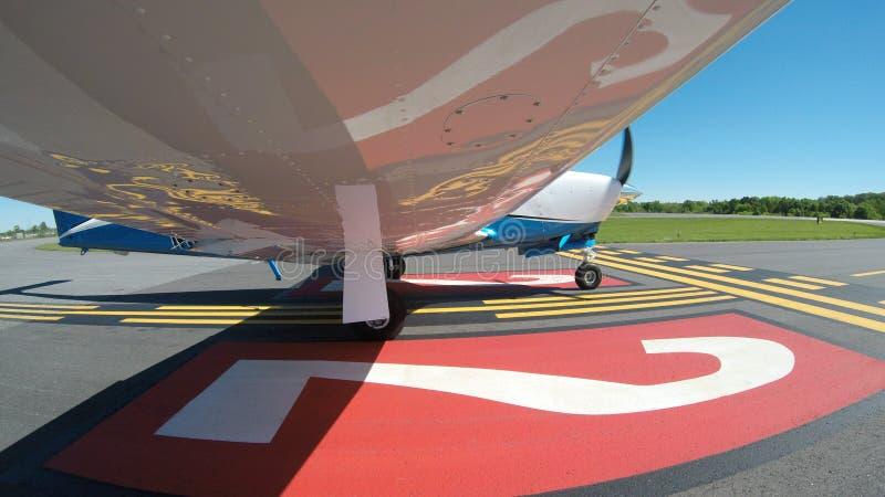 在一次正常飞行的一般航空飞机 库存照片