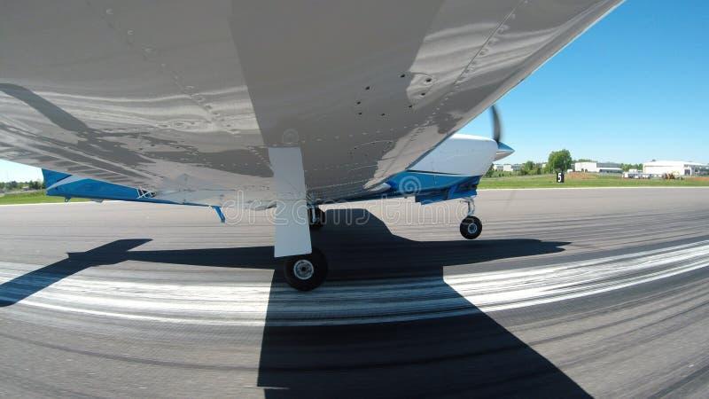 在一次正常飞行的一般航空飞机 免版税库存图片