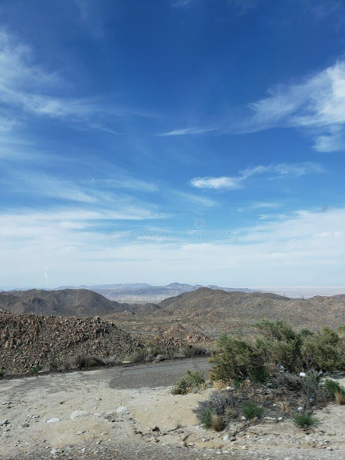 在一海洋天空蔚蓝下的美好的风景 免版税库存图片