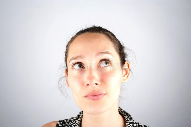 在一白色backg隔绝的一美好的妇女cogitate的画象 库存图片