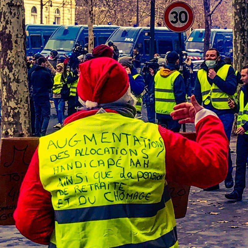 在一种抗议期间的示威者在黄色背心 免版税库存照片