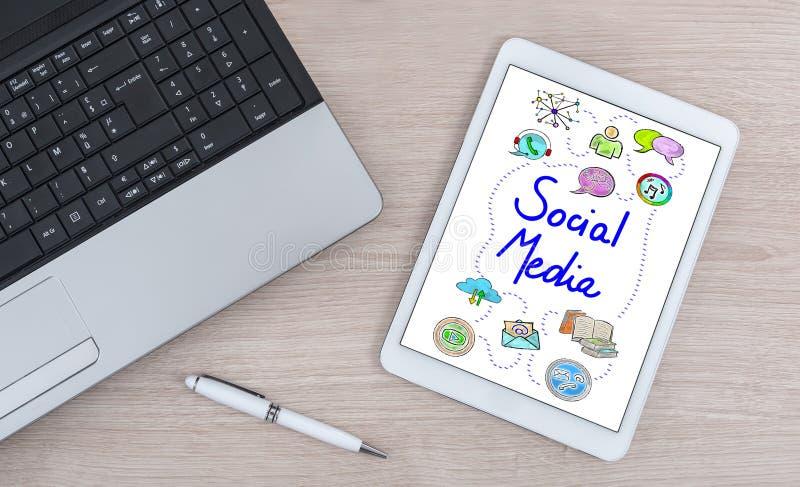 在一种数字片剂的社会媒介概念 免版税库存照片