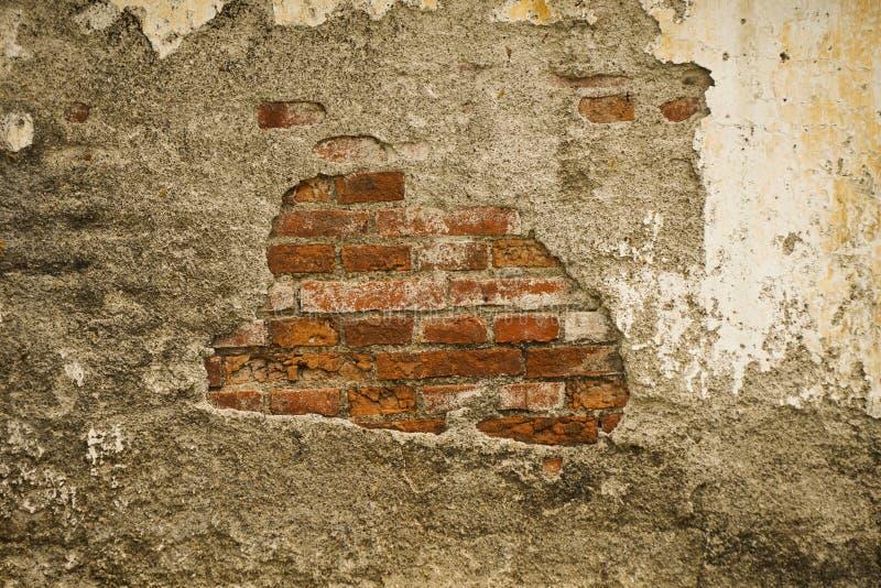 在三宝垄拍的残破的生苔墙壁照片印度尼西亚 图库摄影