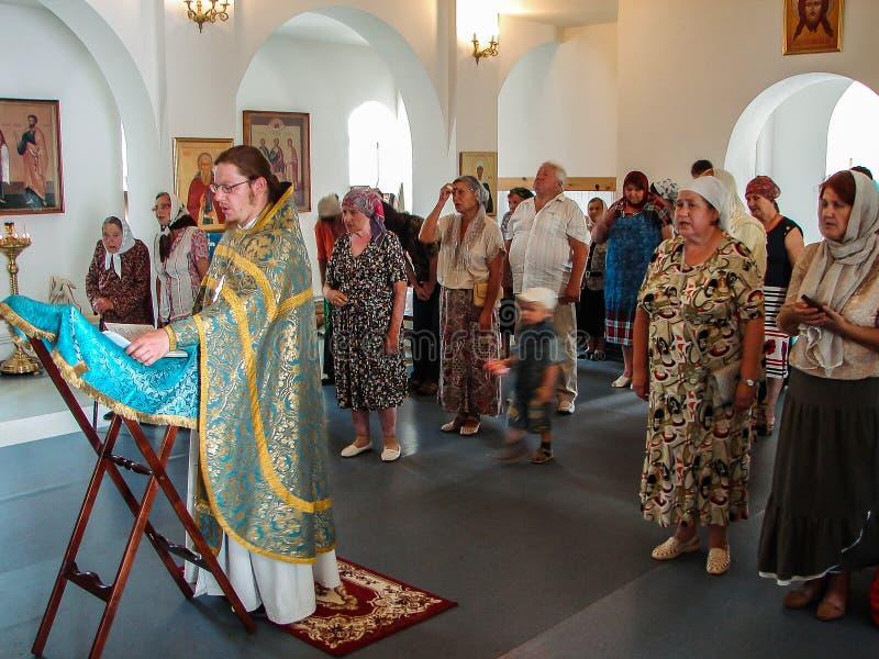 在上帝的卡卢加州母亲的圣徒正统象的尊敬的那天基督徒崇拜在Iznoskovsky区,卡卢加州 免版税库存图片
