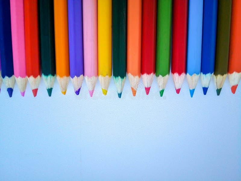 在上面的色的铅笔在白色背景 库存图片