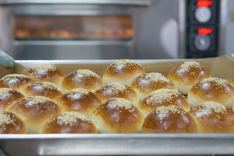 在上面的面包用芝麻 免版税库存图片