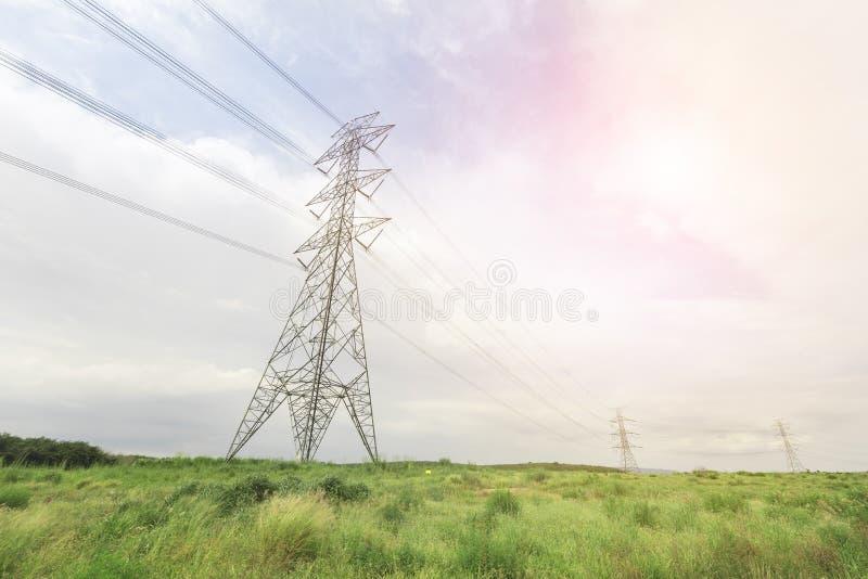 在下午光容器风景的电塔 图库摄影