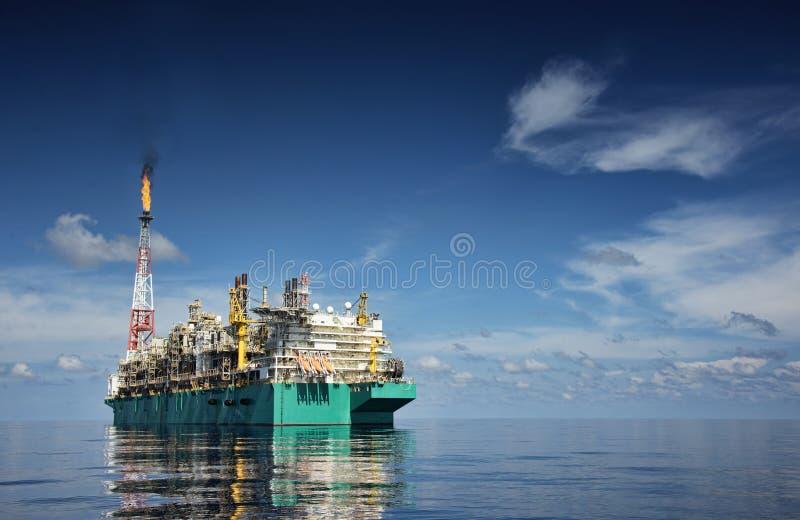 在下午期间的看法在船尾的船 库存照片