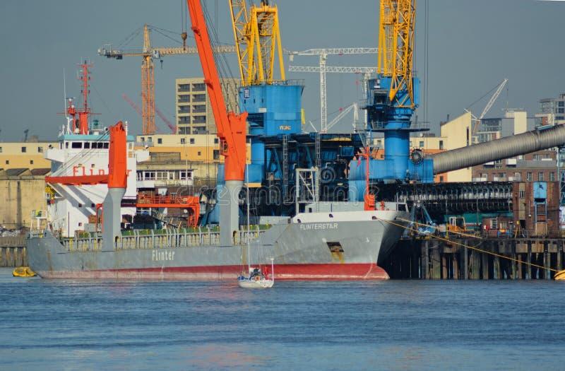 在下沉前的荷兰货轮船Flinterstar 免版税库存照片