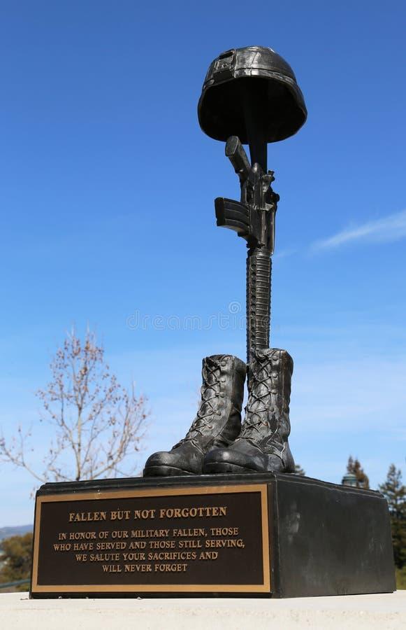 在下落的战士荣誉的纪念碑在伊拉克和阿富汗丧生退伍军人的纪念公园,市纳帕 免版税库存图片