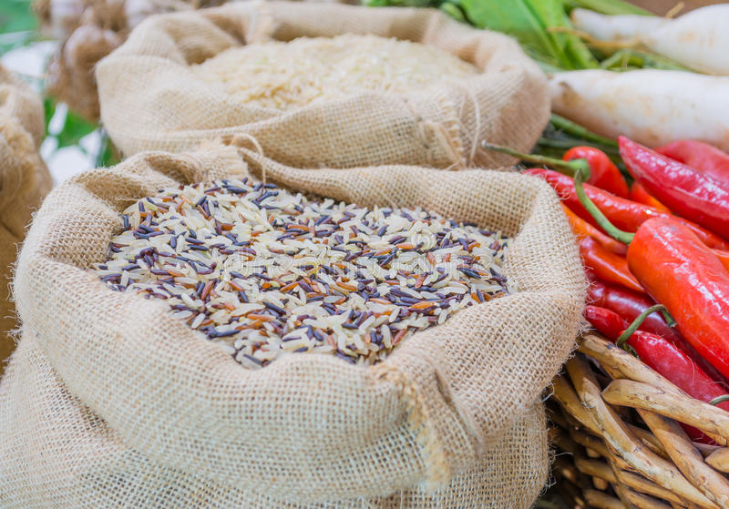 在下陷袋子的米 免版税库存照片