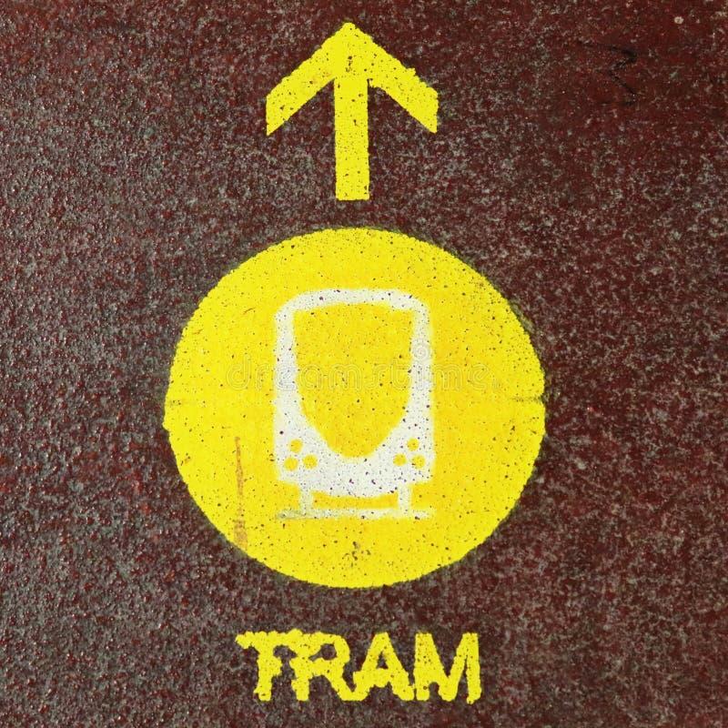 在不同的在欧洲街道上找到的标志和标志的接近的看法 免版税库存图片