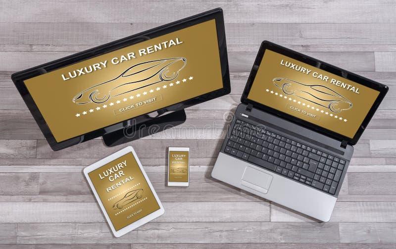 在不同的设备的豪华出租汽车概念 免版税库存图片