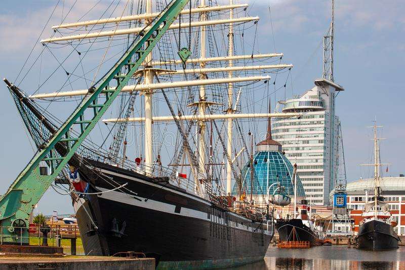 在不来梅港小游艇船坞,德国的船 免版税库存图片