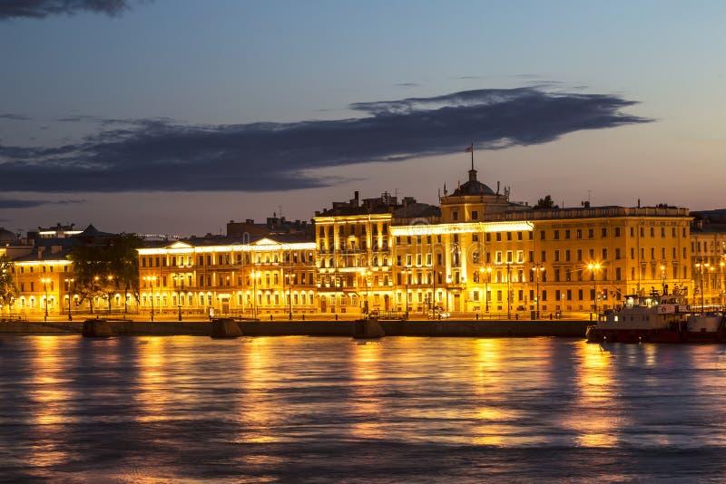 在不眠夜期间,施密特陆军中尉堤防,内娃河,圣彼德堡 免版税库存图片