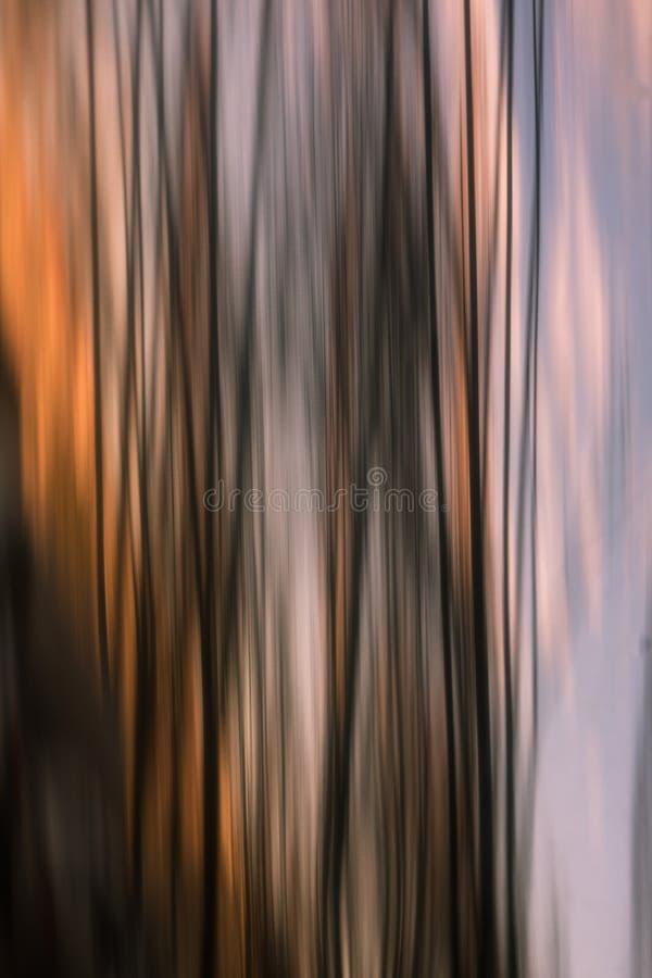 在不锈钢管子的抽象颜色反射 库存照片