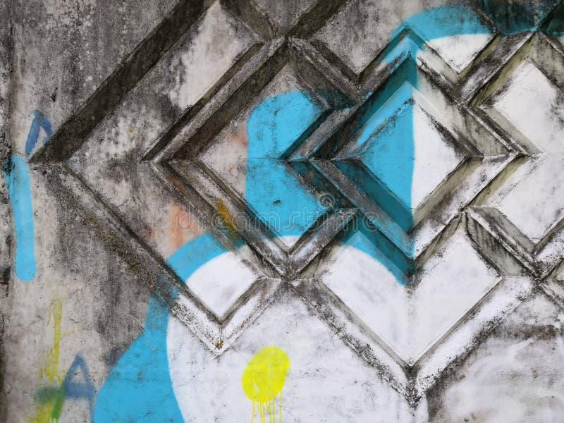 在与拷贝空间的白色隔绝的颜色污点水泥墙壁背景真正的纹理 库存照片