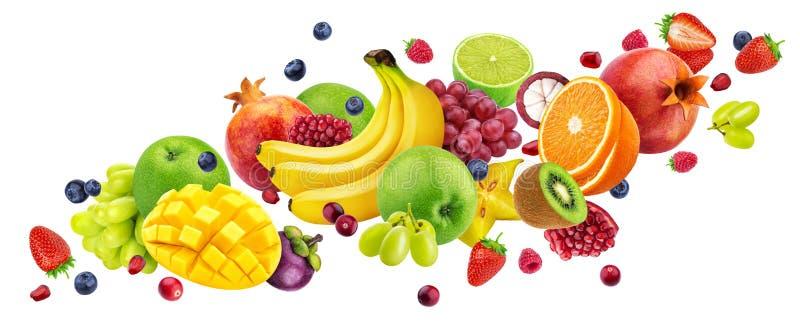 在与裁减路线、飞行的果子和莓果汇集的白色背景隔绝的落的水果沙拉 库存图片