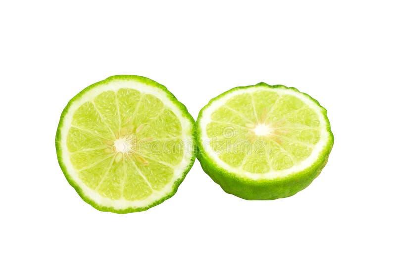 在与裁减路线的白色背景或香柠檬隔绝的切片新鲜的非洲黑人石灰 免版税库存图片