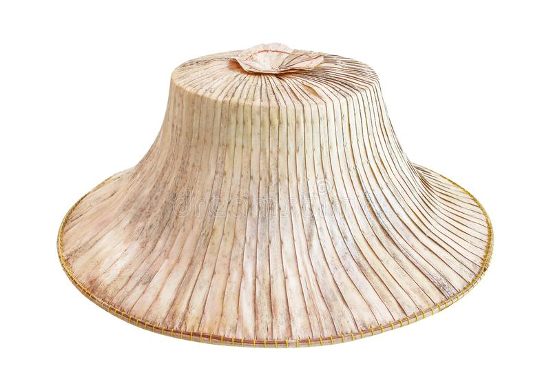 在与裁减路线的白色背景隔绝的棕榈农民帽子,传统泰语手工造由烘干做的自然样式 免版税库存照片