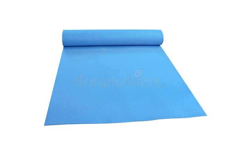 在与裁减路线的白色背景隔绝的顶视图蓝色瑜伽席子体育 免版税库存照片