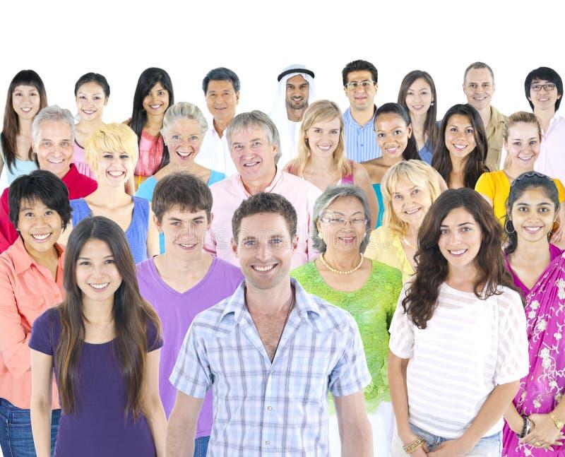 在与讲话的白色隔绝不同种族的人起泡 库存照片