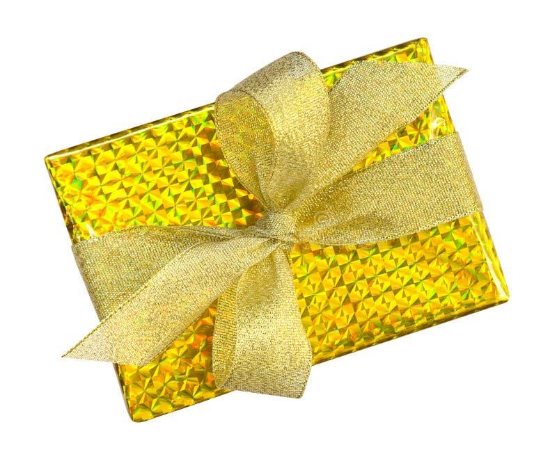 在与金丝带弓名列前茅v的金纸包裹的豪华礼物盒 图库摄影