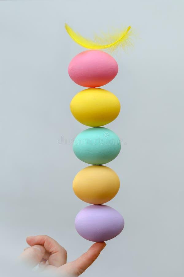 在专栏安排的复活节彩蛋 免版税图库摄影