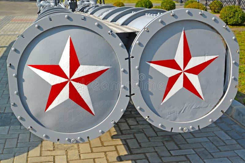 在世界海洋的博物馆的博览会的Dvukhrubny DTA-53鱼雷发射管 加里宁格勒 库存图片