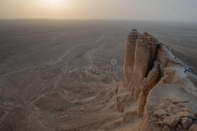 在世界的边缘的日落在利雅得附近的在沙特阿拉伯 免版税库存照片