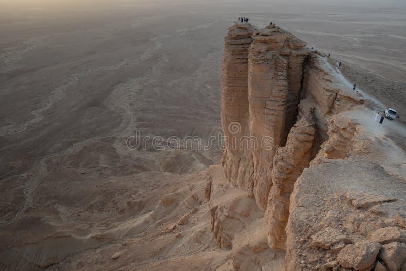 在世界的边缘的日落在利雅得附近的在沙特阿拉伯 免版税库存图片
