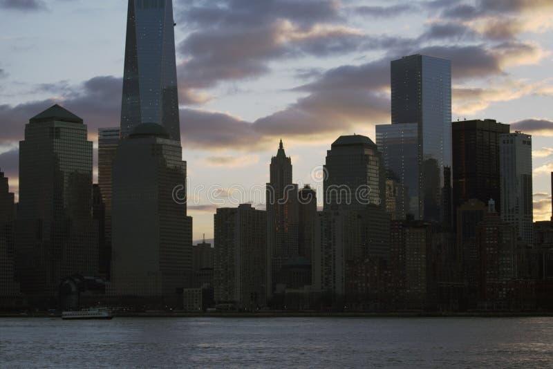 在世界贸易中心一号大楼(1WTC),自由塔,纽约地平线,纽约,纽约,美国的日出 库存图片