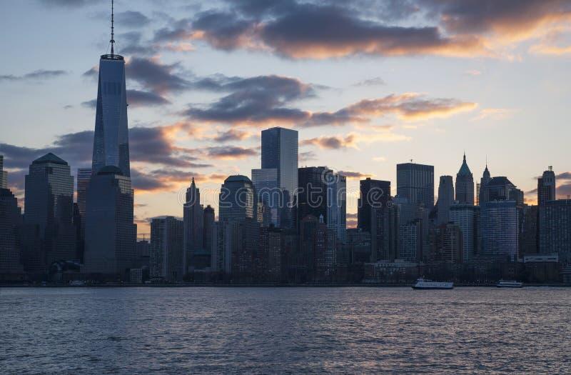 在世界贸易中心一号大楼(1WTC),自由塔,纽约地平线,纽约,纽约,美国的日出 库存照片