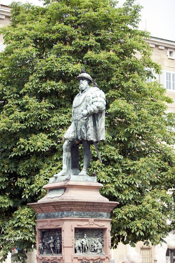 在世袭的社会等级正方形Schlossplatz,斯图加特,德国的Wuerttemberg克里斯托弗施波恩公爵雕象  免版税图库摄影