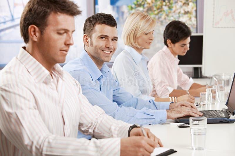 在业务会议的生意人 免版税库存照片