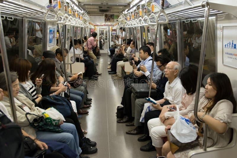 在东京地铁的人群 免版税库存图片