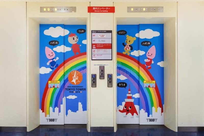 在东京铁塔的电梯 库存照片