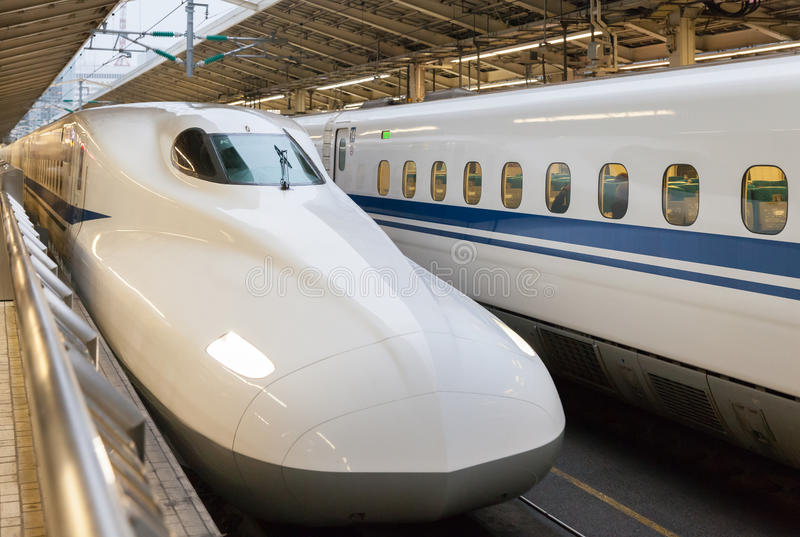 在东京驻地的700系列高速火车 免版税库存照片