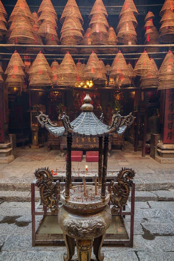 在东华三院文武庙的缸和香火锥体Tai的Po,香港 库存照片