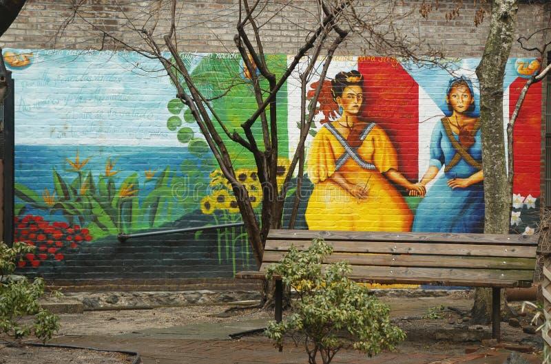 在东哈莱姆的墙壁上的艺术在纽约 库存照片