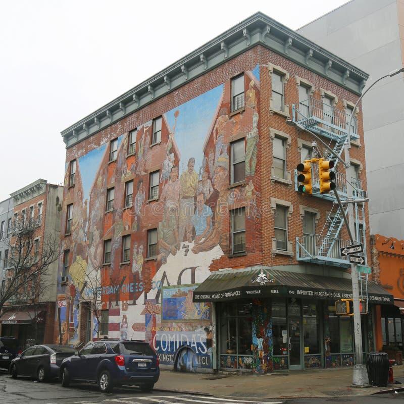 在东哈莱姆的墙壁上的艺术在纽约 库存图片