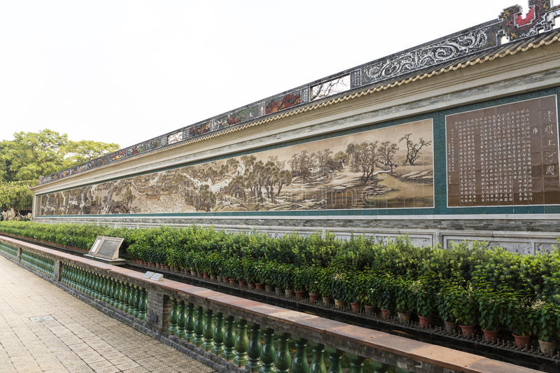 在东方样式的亚洲中国古典长的绘画墙壁与汉字、传统绘画和样式在中国 免版税库存图片