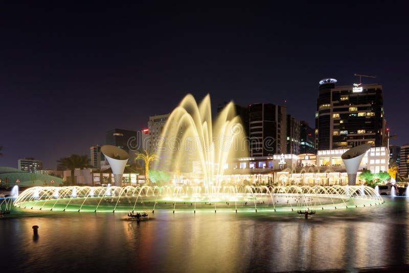在东方珍珠餐馆的喷泉在多哈 免版税库存图片