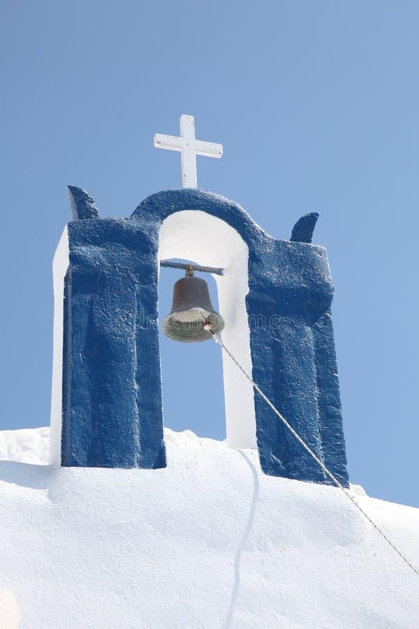 钟楼和基督徒十字架 免版税图库摄影