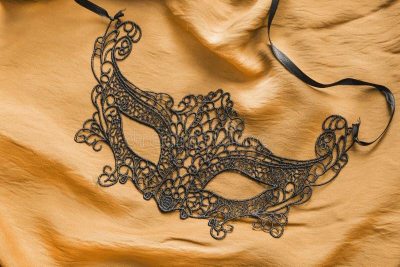 在丝绸的面具 库存图片