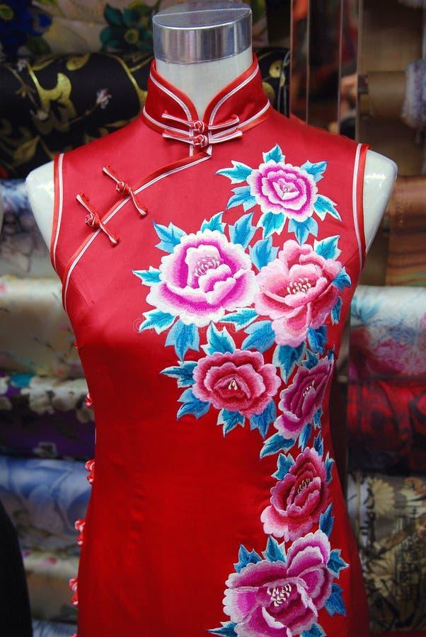 在丝绸Cheongsam的中国刺绣 库存照片