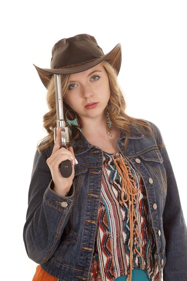 在严肃的帽子的妇女手枪 免版税图库摄影