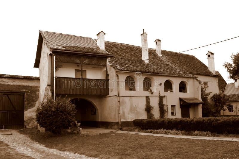 在中世纪被加强的教会里面克里斯蒂安的庭院,特兰西瓦尼亚 免版税库存图片